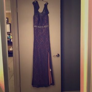 Beautiful Formal prom gown! Lace & Key hole back!